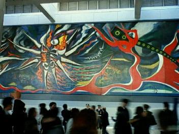 渋谷に展示された「明日の神話」